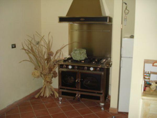 Rustico / Casale in vendita a Carmignano, 8 locali, prezzo € 570.000 | CambioCasa.it