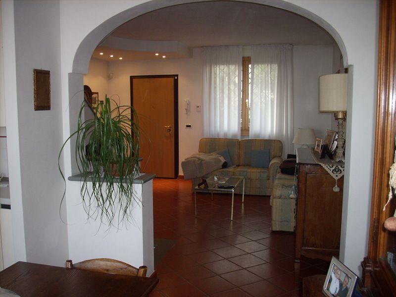 Villa a Schiera in vendita a Carmignano, 6 locali, prezzo € 275.000 | PortaleAgenzieImmobiliari.it