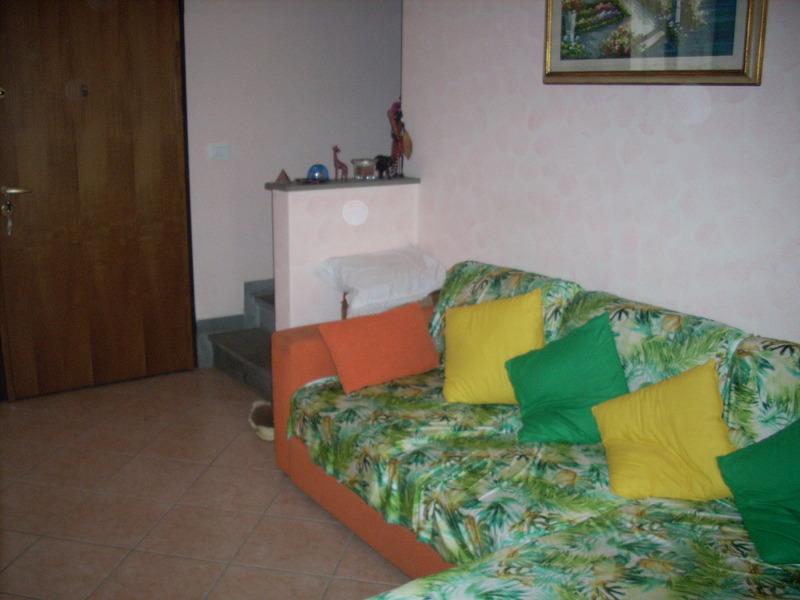 Villa a Schiera in vendita a Carmignano, 5 locali, prezzo € 315.000   Cambio Casa.it