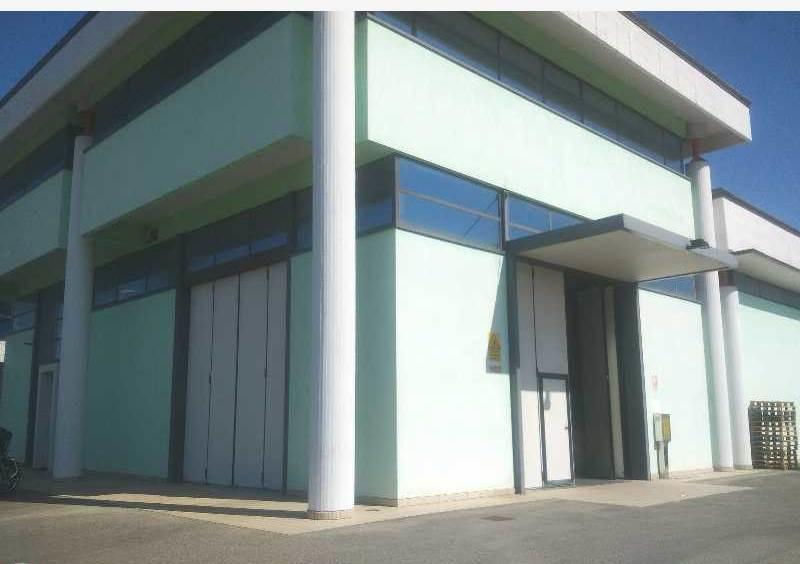Magazzino - capannone in ottime condizioni in vendita Rif. 4057934