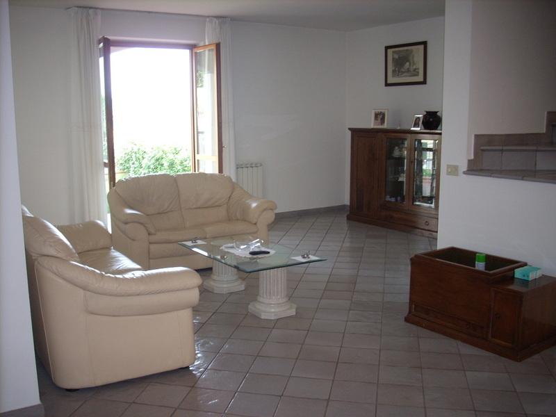 Villa in vendita a Poggio a Caiano, 6 locali, prezzo € 650.000 | Cambio Casa.it