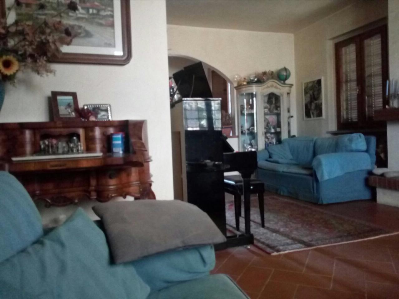 Villa in vendita a Carmignano, 10 locali, prezzo € 800.000 | CambioCasa.it