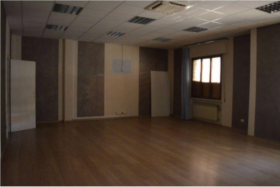 Magazzino - capannone ristrutturato in affitto Rif. 8474441
