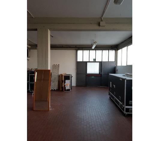 Magazzino - capannone ristrutturato in vendita Rif. 9683334