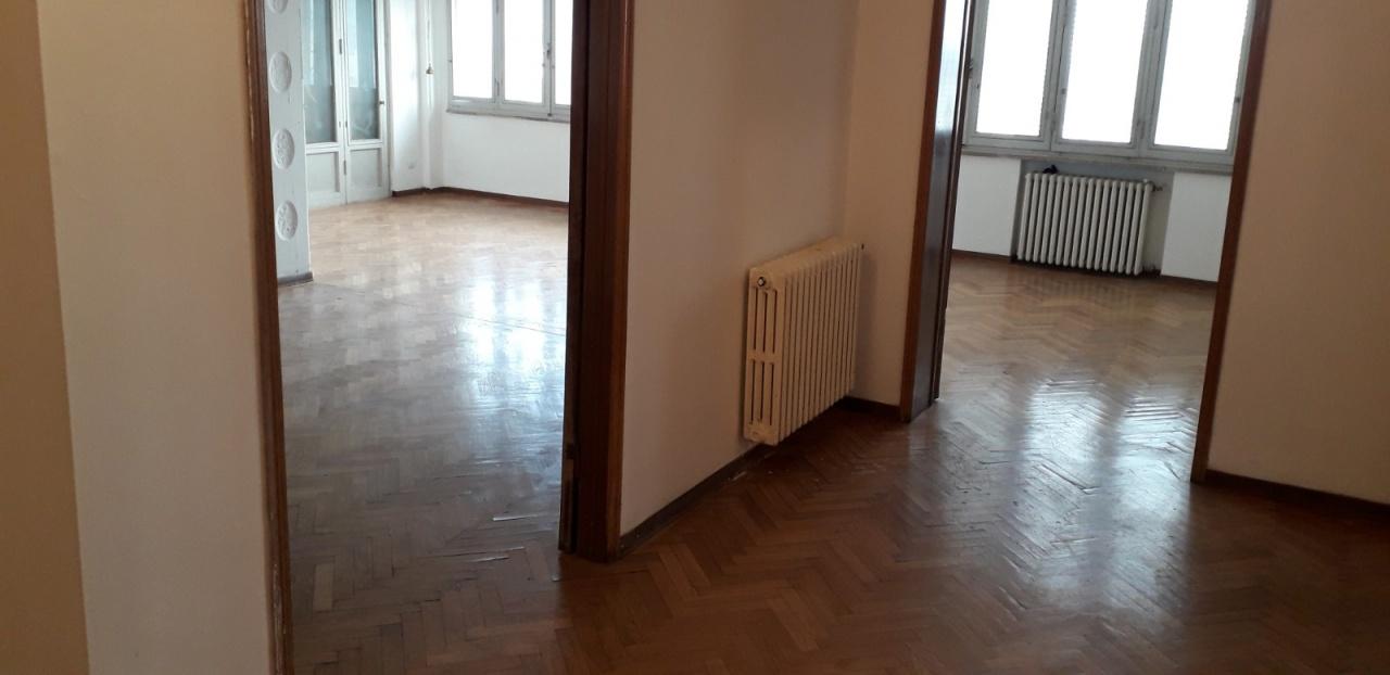 Appartamento in vendita a Signa, 7 locali, prezzo € 250.000 | PortaleAgenzieImmobiliari.it