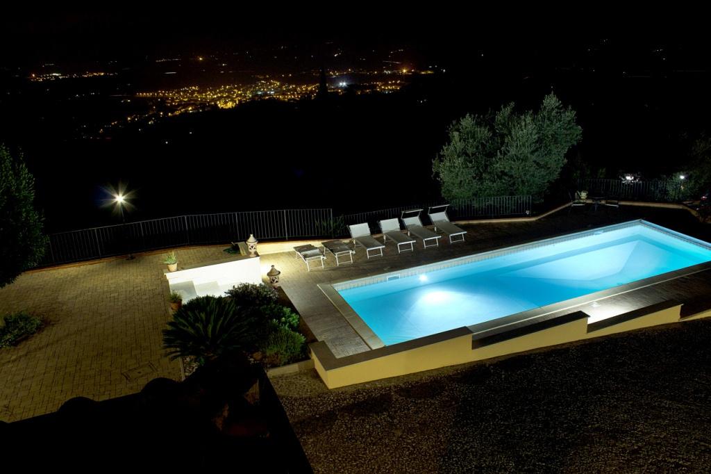 Villa in buone condizioni arredato in vendita Rif. 9955956