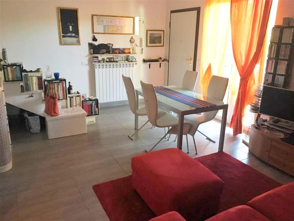 Appartamento in buone condizioni in vendita Rif. 10151276