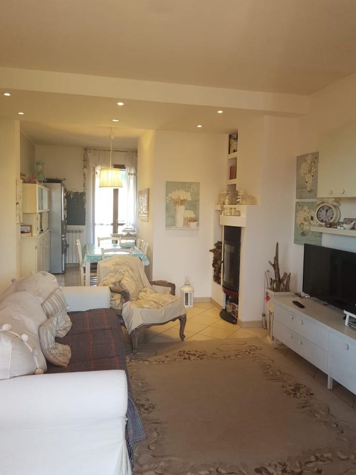 Appartamento in buone condizioni in vendita Rif. 10176360