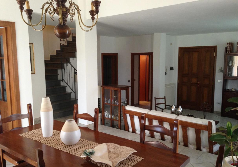 Villa a Schiera in vendita a Reggello, 10 locali, prezzo € 495.000 | CambioCasa.it