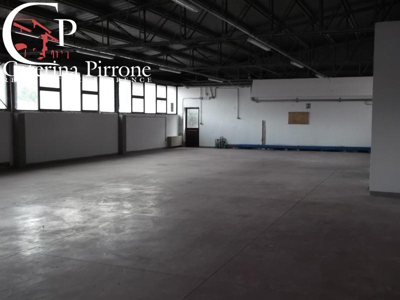 Magazzino - capannone in buone condizioni in affitto Rif. 11958751
