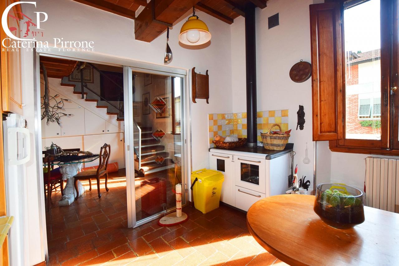 Appartamento in vendita a Calenzano, 9 locali, prezzo € 470.000 | PortaleAgenzieImmobiliari.it