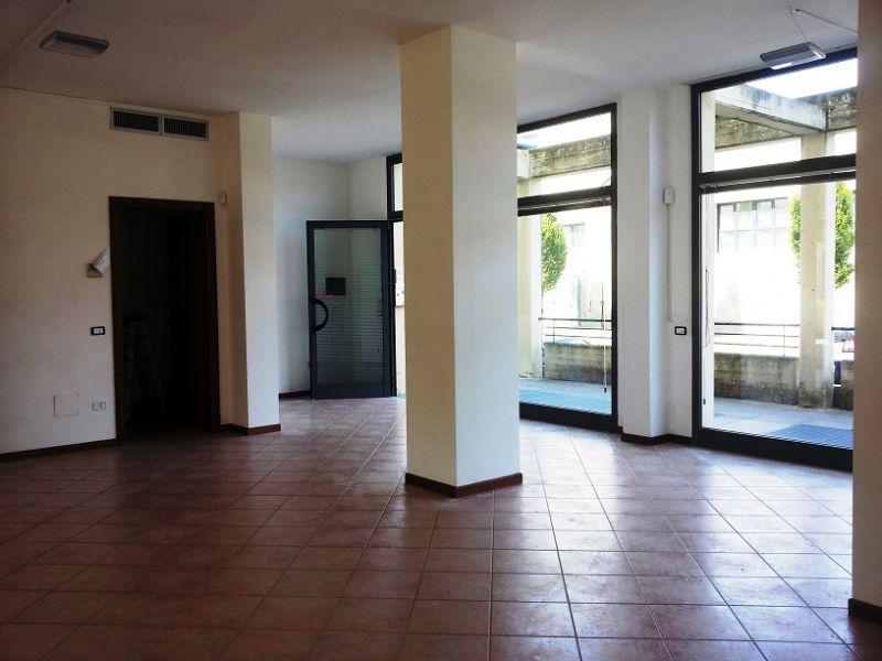 Negozio / Locale in vendita a Prato, 4 locali, prezzo € 95.000 | CambioCasa.it