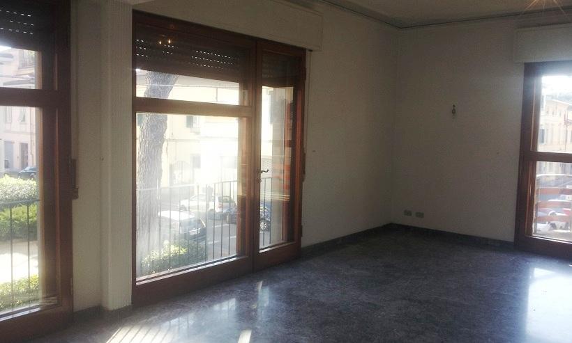 Appartamento in buone condizioni in affitto Rif. 9943008