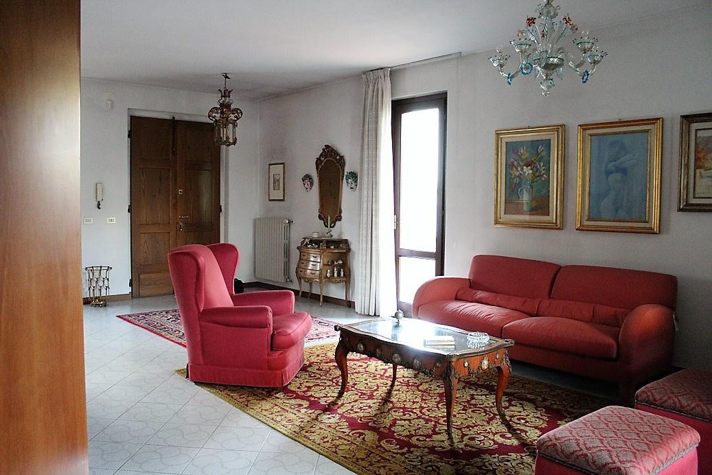 Villa in ottime condizioni in vendita Rif. 9943016