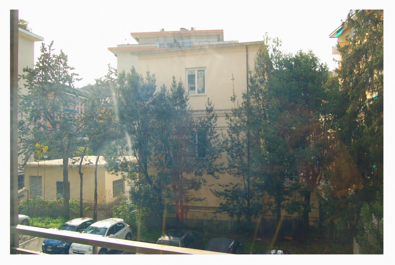 Appartamento in discrete condizioni arredato in vendita Rif. 10345008