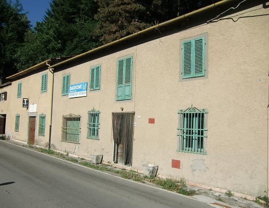 Rustico / Casale in vendita a Piazza al Serchio, 14 locali, zona Località: GAMBAROTTA, prezzo € 100.000 | Cambio Casa.it