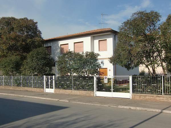 Villa in vendita a Castagneto Carducci, 8 locali, zona Zona: Donoratico, prezzo € 480.000 | Cambio Casa.it