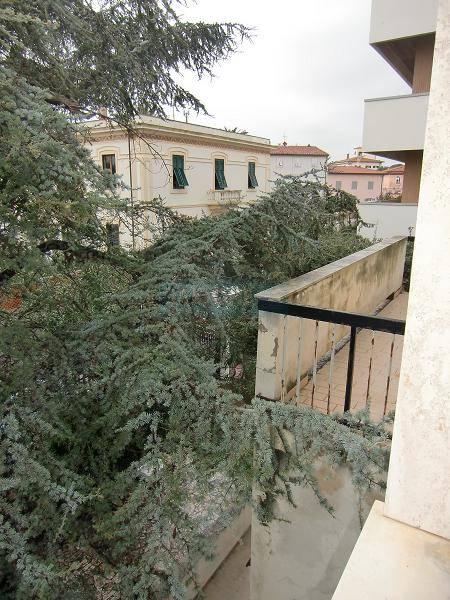 Soluzione Indipendente in affitto a Livorno, 5 locali, zona Località: ARDENZA, prezzo € 800 | Cambio Casa.it