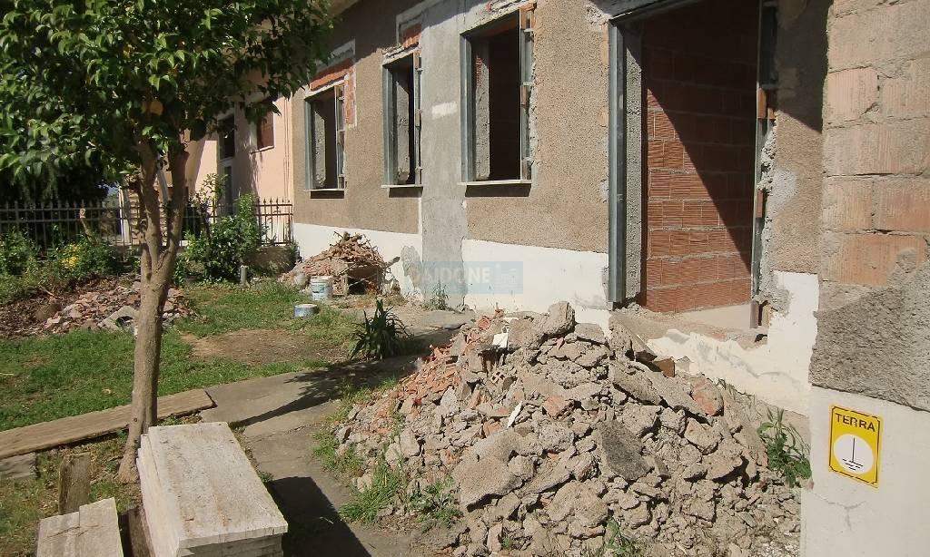 Soluzione Indipendente in vendita a Collesalvetti, 3 locali, zona Località: COLLESALVETTI, prezzo € 165.000 | Cambio Casa.it