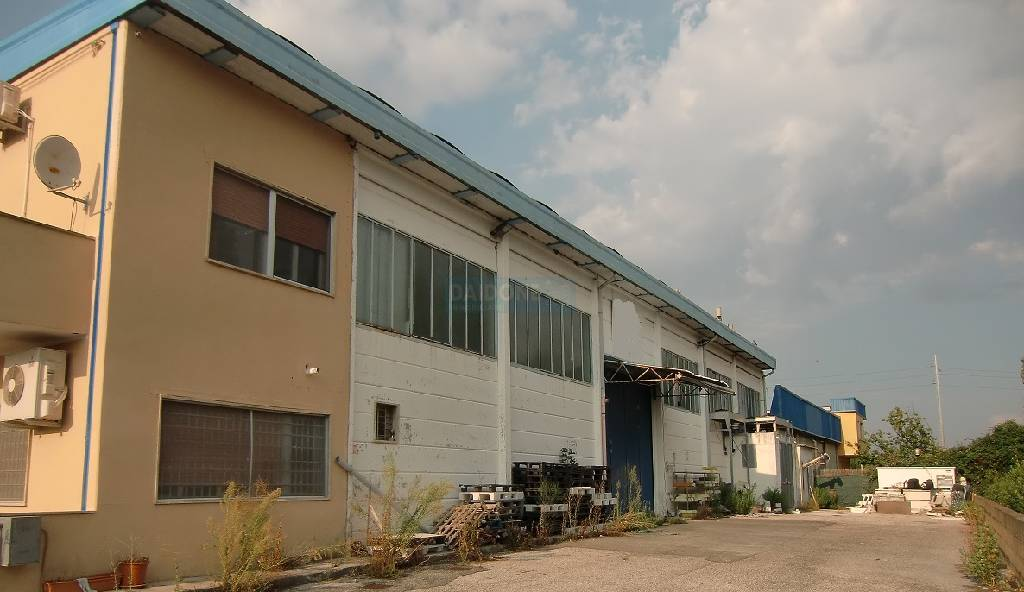 Capannone in vendita a Livorno, 9999 locali, zona Località: PERIFERIA NORD, prezzo € 420.000 | Cambio Casa.it