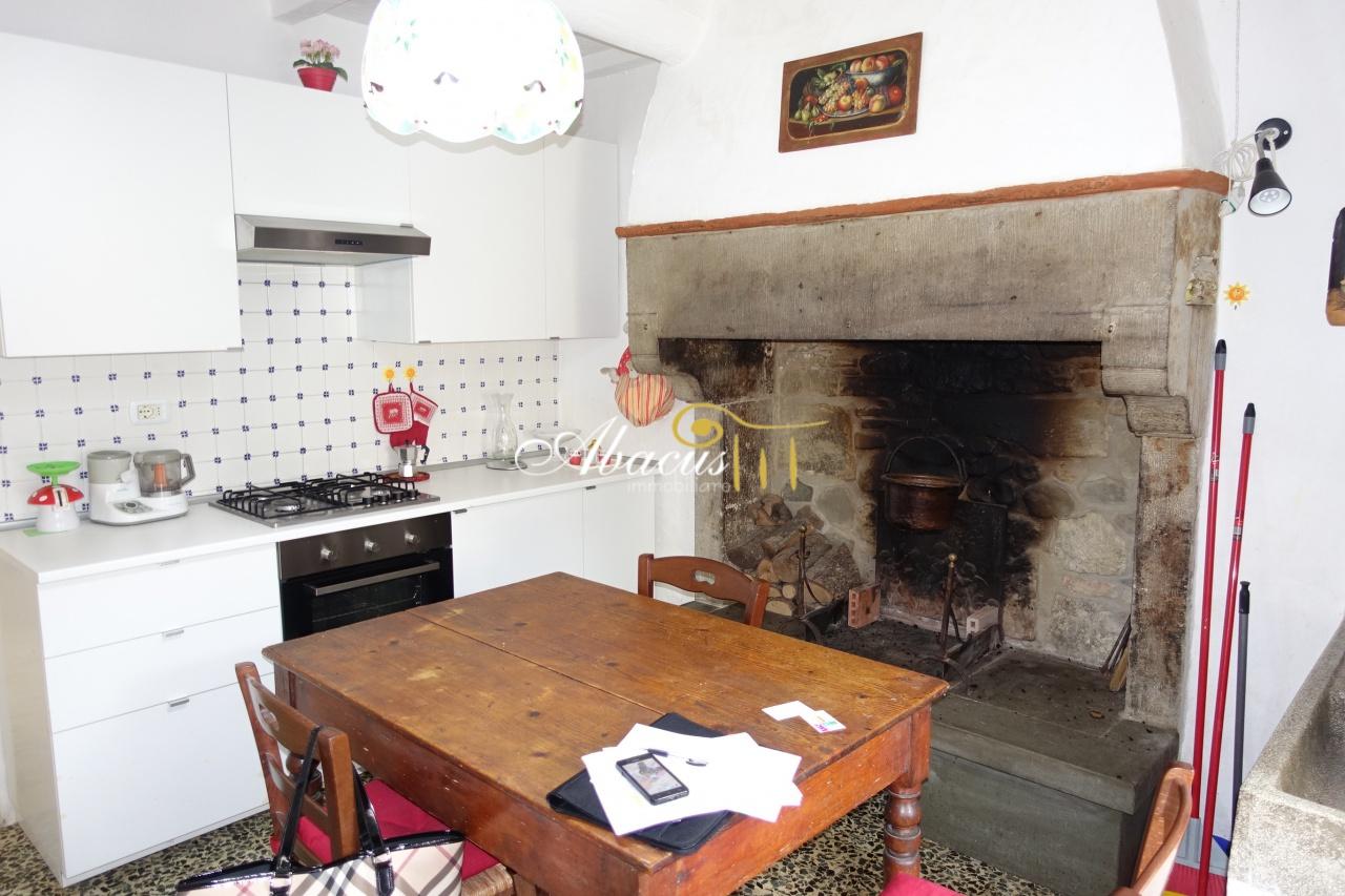 Appartamento in vendita a Castel San Niccolò, 3 locali, prezzo € 42.000 | CambioCasa.it