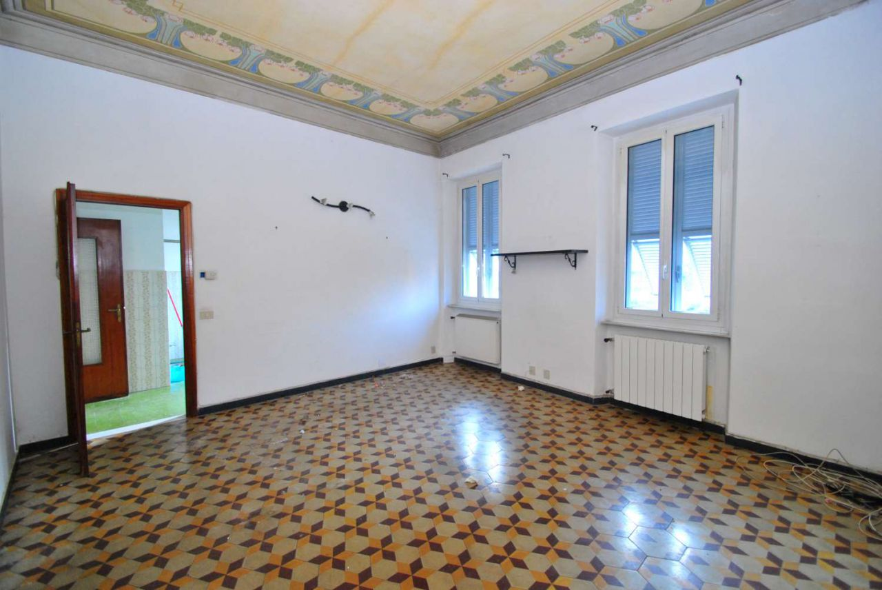 Appartamento in affitto a Finale Ligure, 6 locali, zona Località: finale ligure, prezzo € 690 | Cambio Casa.it