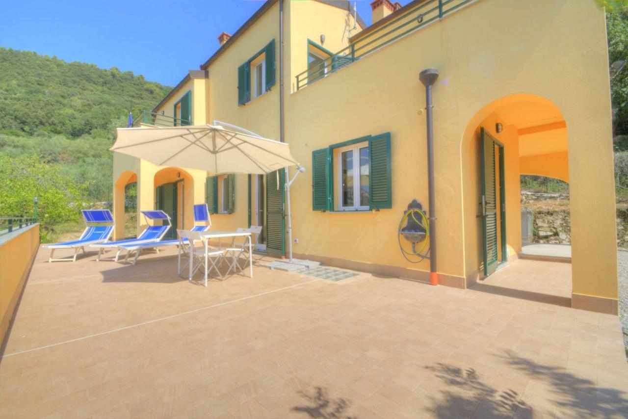 Villa in vendita a Finale Ligure, 9 locali, prezzo € 610.000 | PortaleAgenzieImmobiliari.it