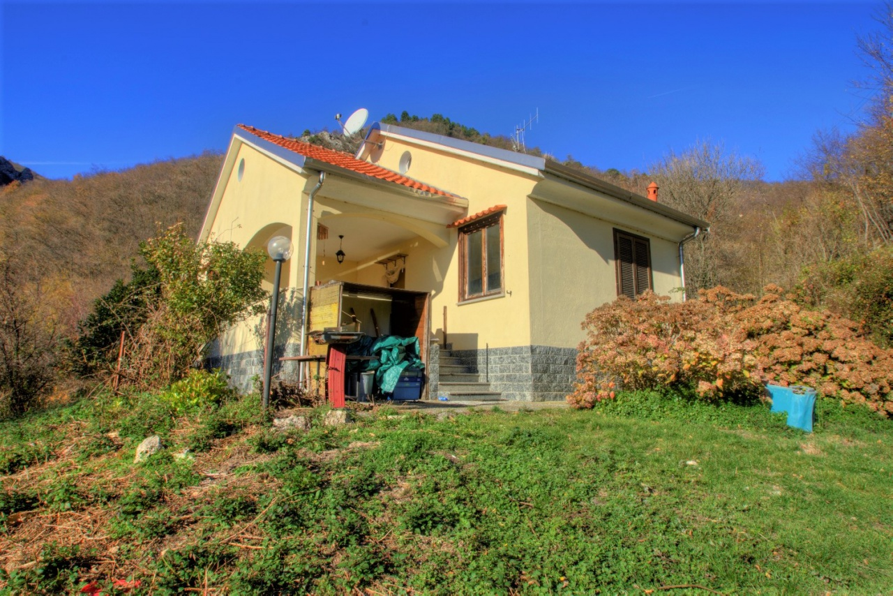 Villa in vendita a Magliolo, 5 locali, prezzo € 169.000 | PortaleAgenzieImmobiliari.it