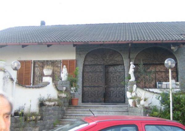 Villa in buone condizioni in vendita Rif. 9956037