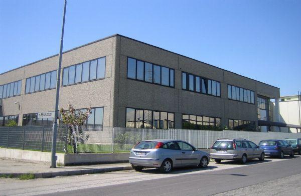 Palazzo / Stabile in vendita a Rivoli, 18 locali, Trattative riservate | PortaleAgenzieImmobiliari.it