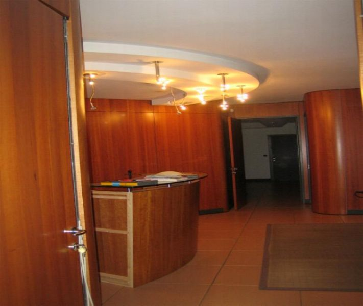 Eleganti raffinati uffici rifiniture di pregio piano secondo di struttura industriale in zona artigianale e centro uffici. Rif. 9956074