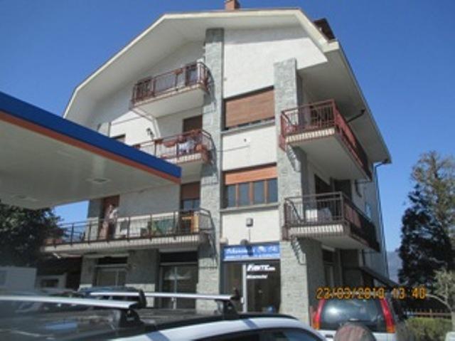 Appartamento in buone condizioni in vendita Rif. 9956103