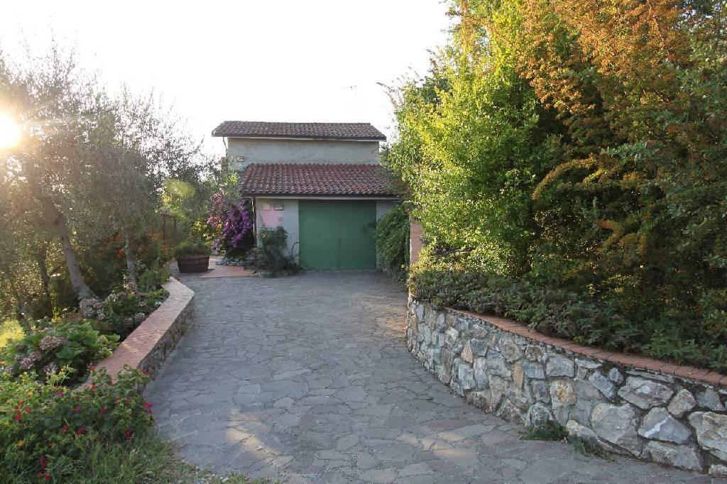 Soluzione Indipendente in vendita a Sarzana, 7 locali, zona Località: NAVE, prezzo € 550.000 | Cambio Casa.it