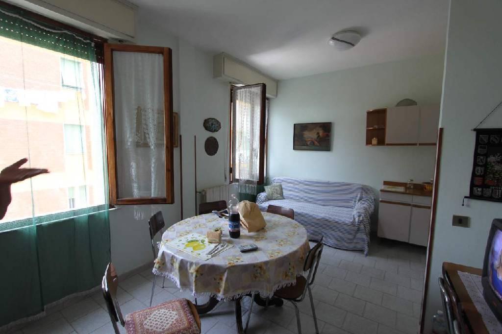 Appartamento in vendita a Sarzana, 6 locali, zona Zona: Marinella, Trattative riservate | Cambio Casa.it