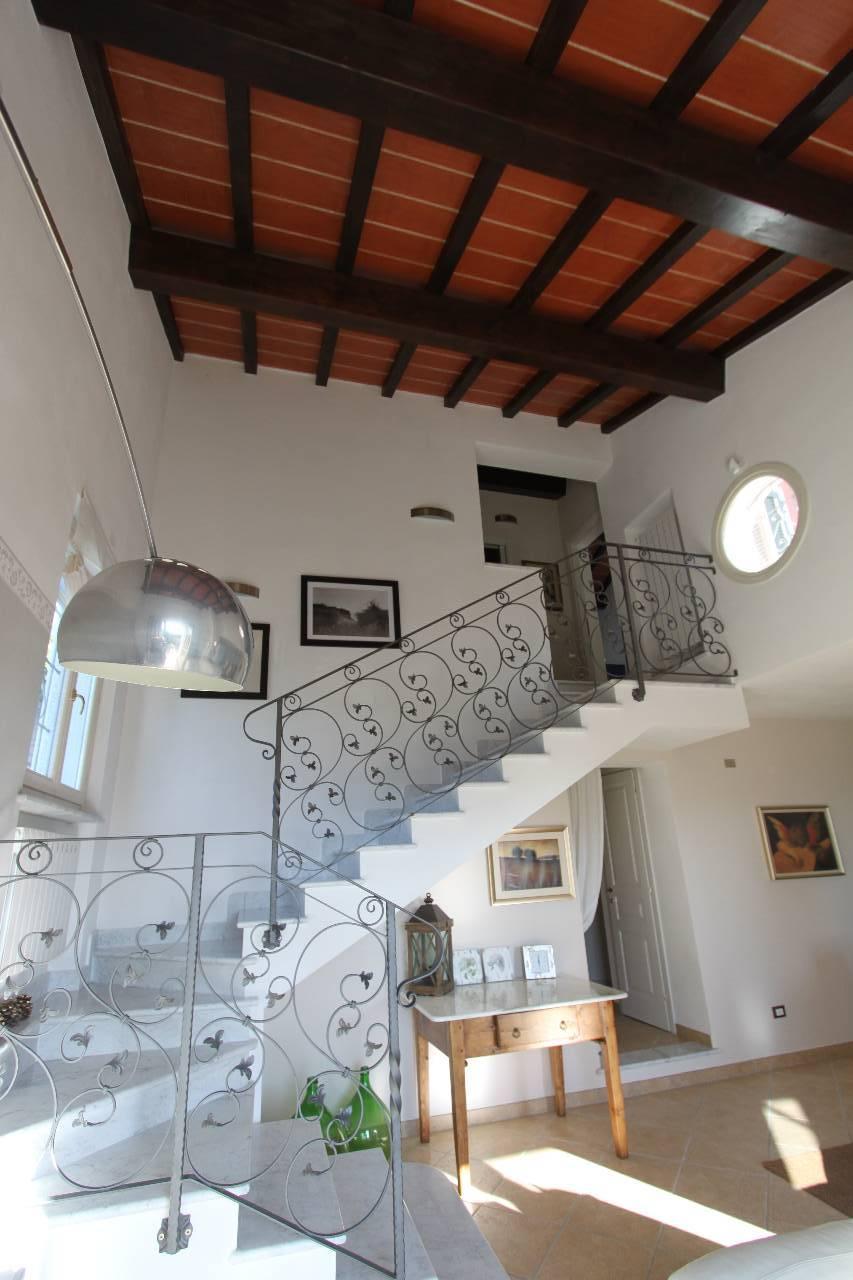 Soluzione Semindipendente in Vendita a Castelnuovo Magra