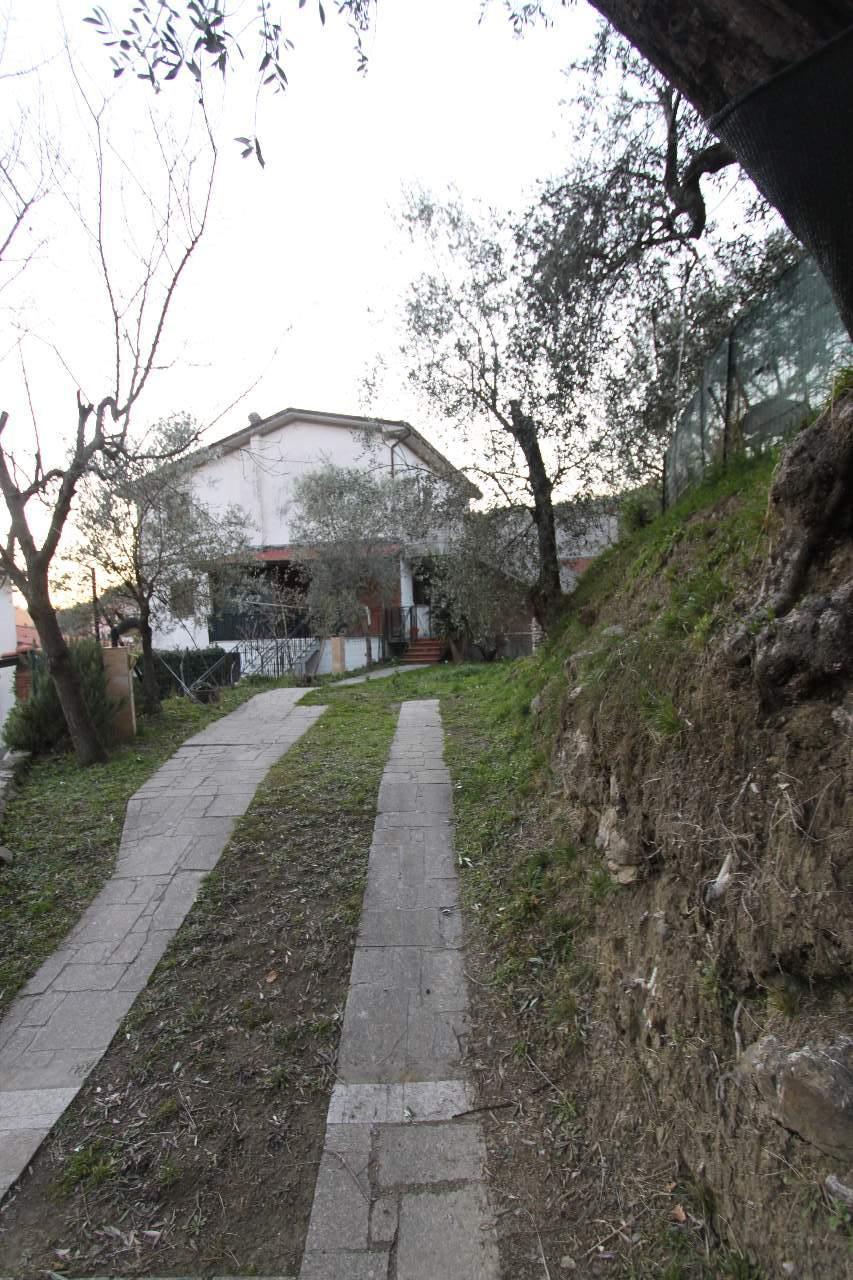 Soluzione Indipendente in vendita a Ortonovo, 5 locali, zona Zona: Casano, prezzo € 170.000 | Cambio Casa.it