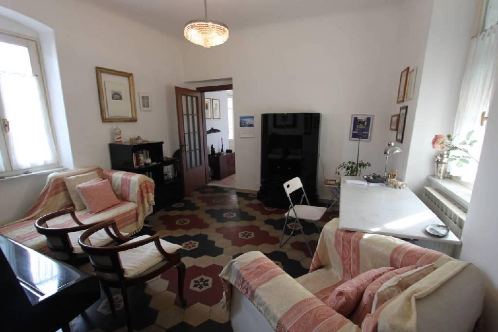 Appartamento in vendita a Sarzana, 4 locali, zona Località: CENTRO STORICO, prezzo € 195.000 | Cambio Casa.it