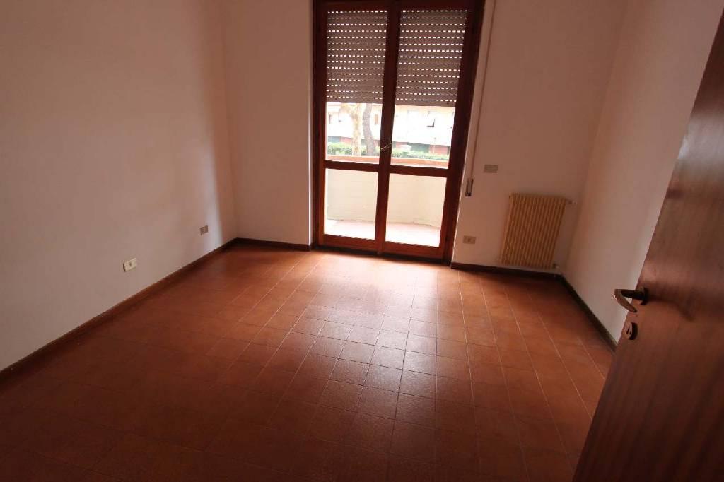 Appartamento in vendita a Carrara, 5 locali, zona Località: (ZONA MARINA DI CARRARA), prezzo € 240.000 | Cambio Casa.it