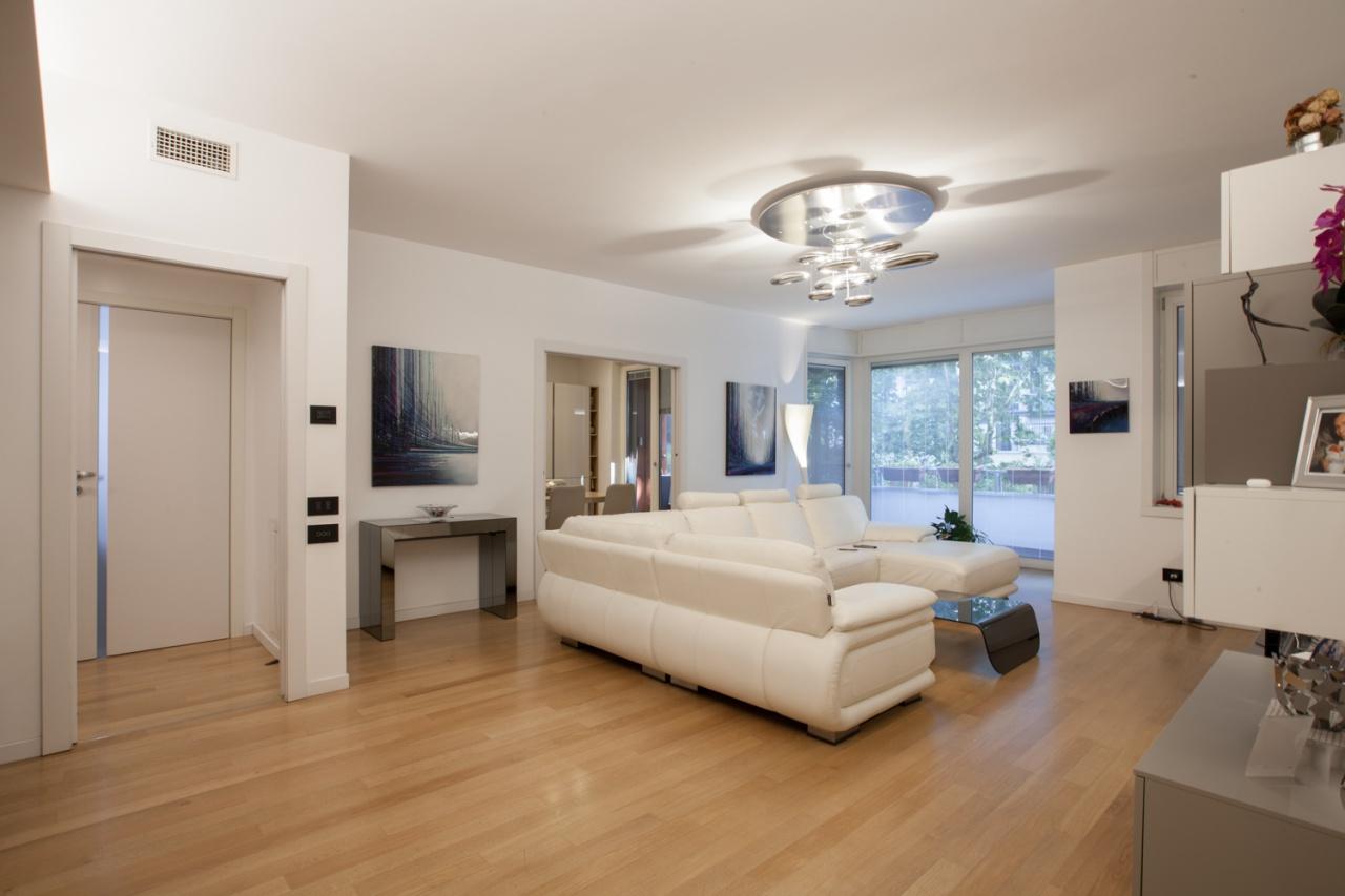 Appartamento ristrutturato arredato in vendita Rif. 12355514