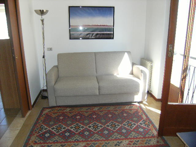 Appartamento in buone condizioni arredato in affitto Rif. 10848707