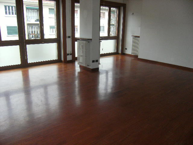 Appartamento da ristrutturare in vendita Rif. 12355511
