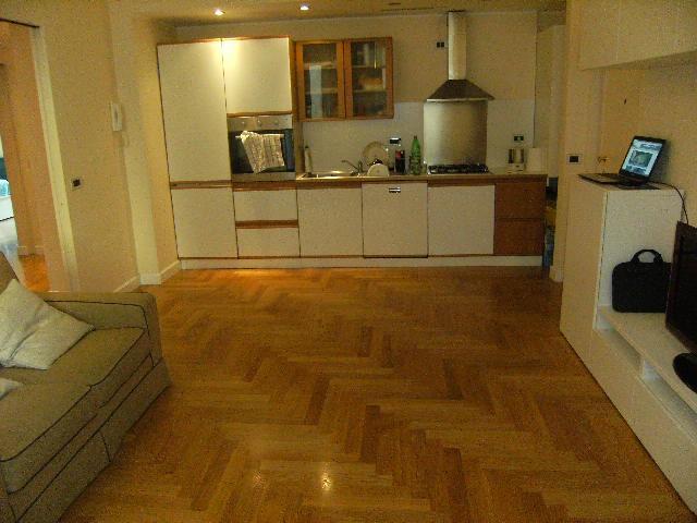 Appartamento ristrutturato arredato in vendita Rif. 12355522