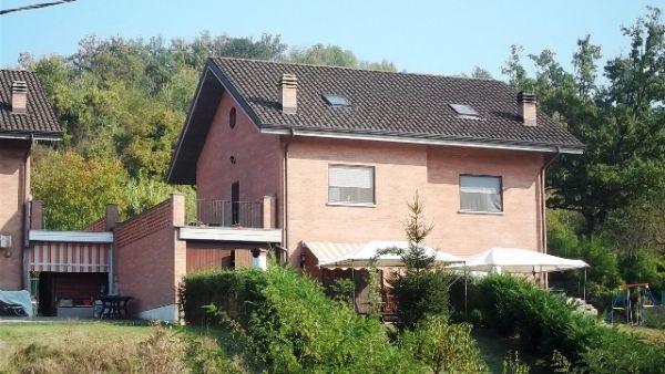 Soluzione Indipendente in vendita a Lauriano, 8 locali, prezzo € 195.000 | Cambio Casa.it