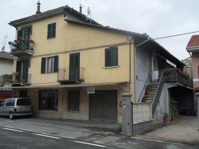 Appartamento in discrete condizioni in vendita Rif. 4751922