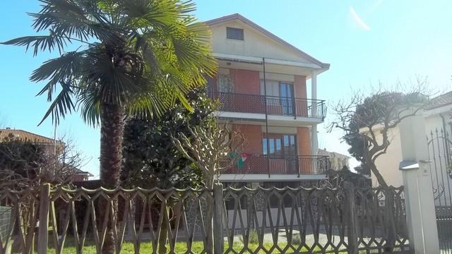 Soluzione Indipendente in vendita a Chivasso, 13 locali, prezzo € 390.000 | Cambio Casa.it