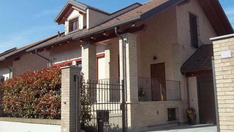 Soluzione Indipendente in vendita a Chivasso, 9 locali, Trattative riservate   Cambio Casa.it