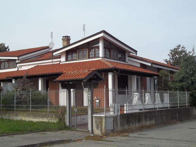 Soluzione Indipendente in vendita a Brandizzo, 10 locali, prezzo € 349.000 | Cambio Casa.it