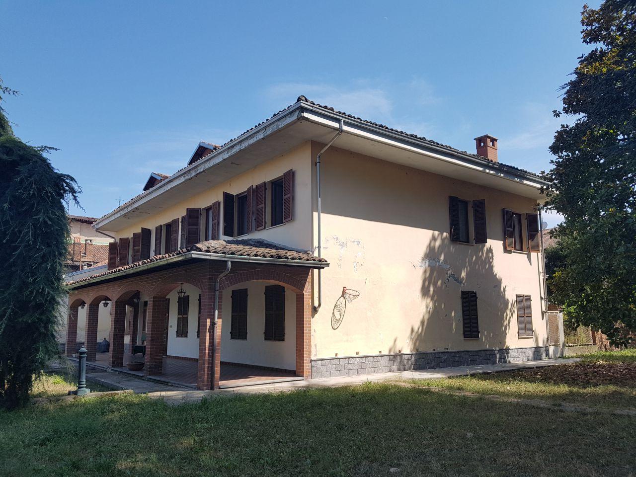 Soluzione Indipendente in vendita a Brusasco, 11 locali, prezzo € 215.000 | CambioCasa.it