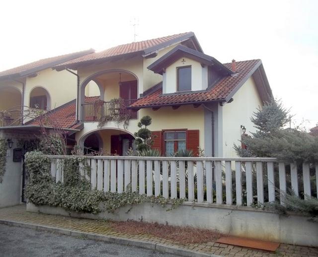 Soluzione Indipendente in vendita a Chivasso, 8 locali, prezzo € 269.000 | Cambio Casa.it