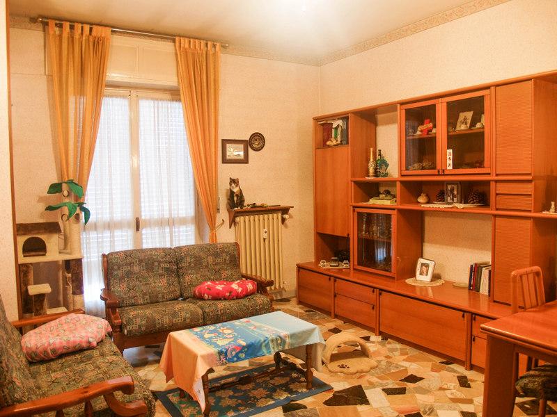 Appartamento in vendita a Montanaro, 4 locali, prezzo € 70.000 | Cambio Casa.it